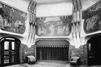 Главный зал выставки художественных ремёсел в Дрездене