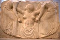 Афродита в окружении двух нимф