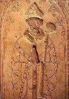 Симона де Жиллана. с орнаментом из свастик на облачении